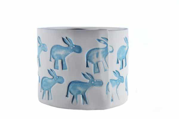 Vaso in ceramica realizzato a mano per Il Rifugio degli Asinelli con stampiglio asinelli colorati