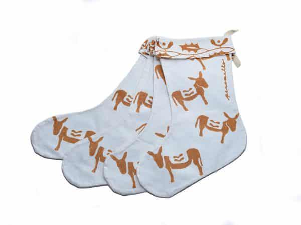 Calza della Befana con stampa a ruggine artigianale, realizzata per Il Rifugio degli Asinelli. Altezza 30 cm circa.
