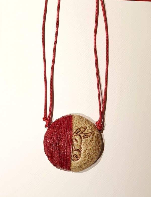 Collana con ciondolo in cartapesta realizzata artigianalmente per Il Rifugio degli Asinelli