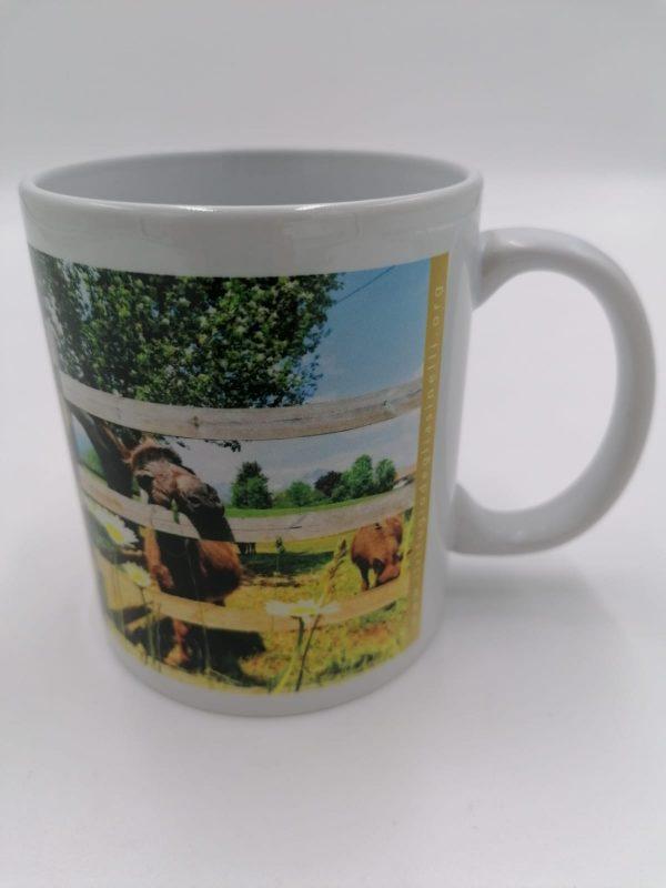 Tazza in ceramica con manico e immagine asinella Ombra, ospite de Il Rifugio degli Asinelli ONLUS